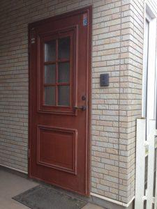 木製の玄関ドアをメンテナンス